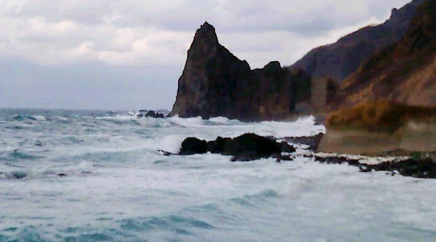 積丹の海は大荒れ